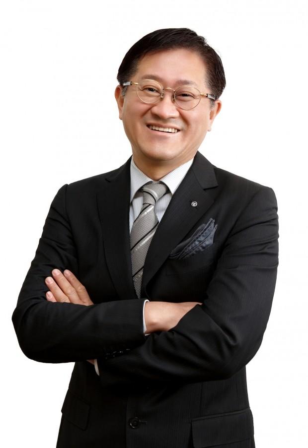 (주)아모레퍼시픽그룹 서경배 대표이사 회장_흰 배경.jpg