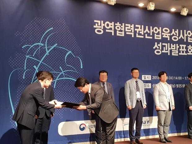 코스메카코리아 우수사례 산업부장관상 수상(안현철 수석연구원).jpg